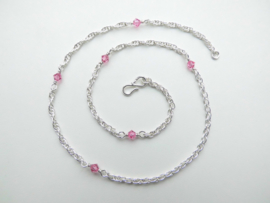 Zilveren baby tarate ketting met roze kralen.