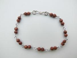 Zilveren zandsteen kralen bracelet.