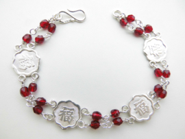 """Zilveren chinees karakter """"geluk"""" rode kralen bracelet."""