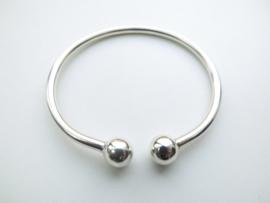 Zilveren boei armband.