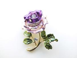 Broche paarse bloem.