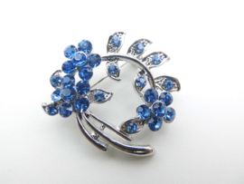 Broche blauwe steentjes bloemetjes.