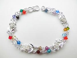 Zilveren roosjes regenboog kralen bracelet.