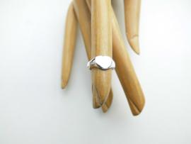 Zilveren baby hartje ring.
