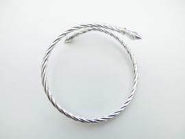 Zilveren roosknop armbanden.