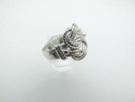 Zilveren mattenklopper ring.