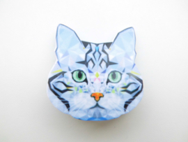 Broche poes.