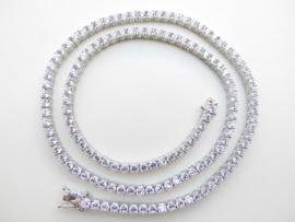 Zilveren collier vol gezet met zirkonia steentjes.