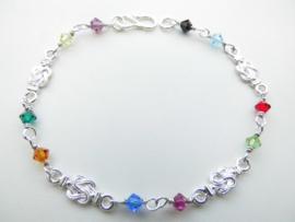 Zilveren mattenkloppertjes regenboog kleuren kralen bracelet.