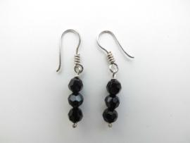Zilveren zwarte kristal kralen oorbellen.