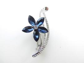 Blauwe bloem broche