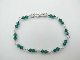 Zilveren groene kralen bracelet.