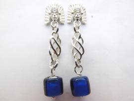 Zilveren indiaan blauwe ingi boca kraal oorbellen.