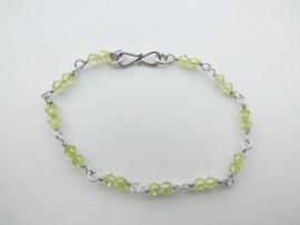 Zilveren licht gele kralen bracelet.