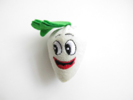 Witte wortel knuffeltje/vingerpoppetje.
