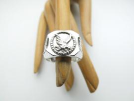 Zilveren adelaartjes ring.