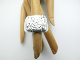 Zilveren sur. wapen ring.