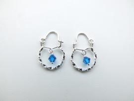 Zilveren baby oorbellen blauw kraal.