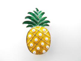 Broche ananas met pareltjes.