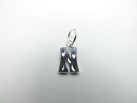 Zilveren letter N hanger.