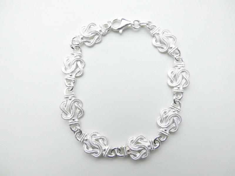 Zilveren mattenklopper bracelet.