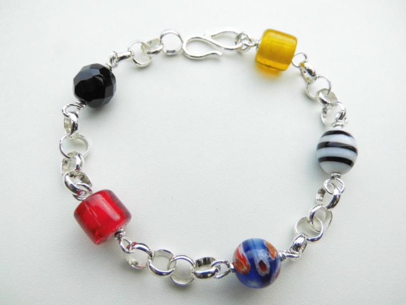 Zilveren lontai allakondre kralen bracelet.
