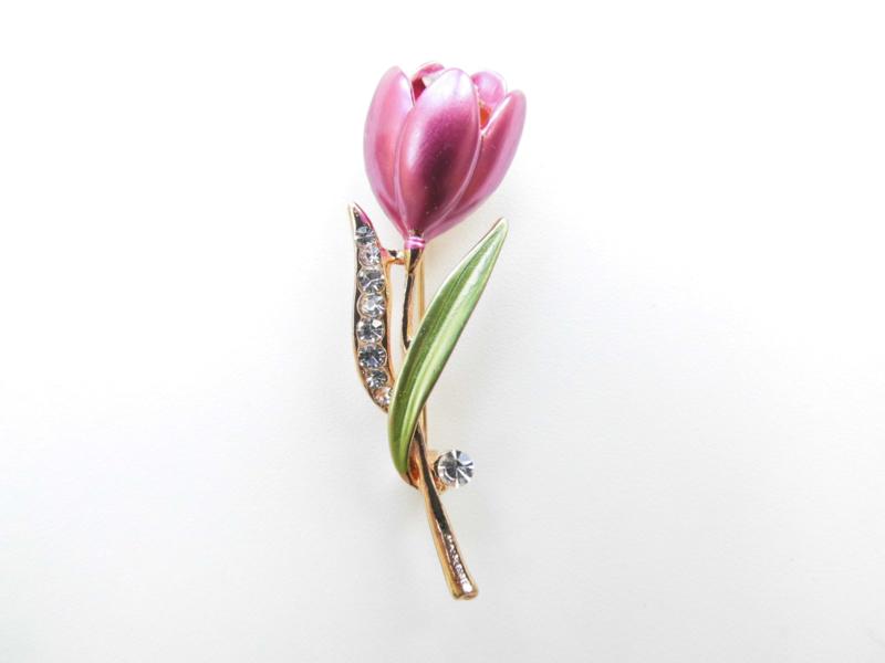 Broche roze tulp met steentjes.