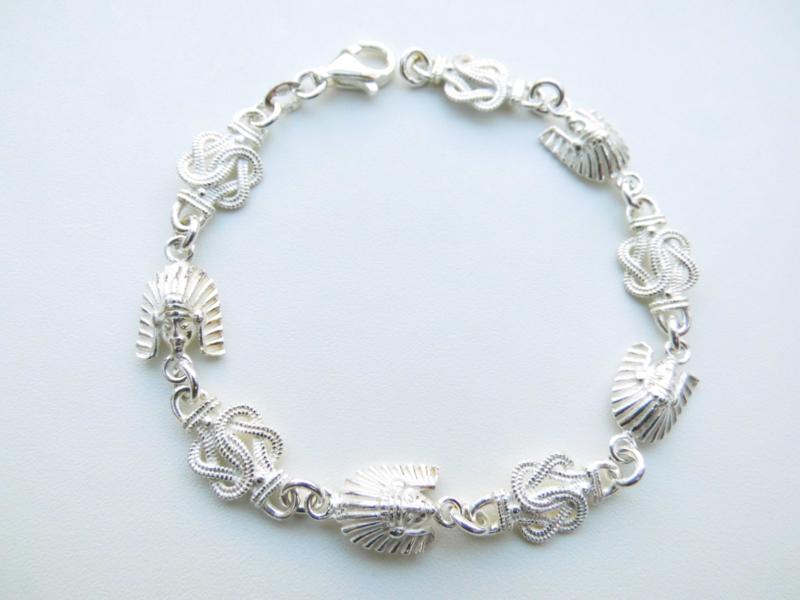 Zilveren indiaan/mattenklopper bracelet.