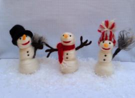 Sneeuwpop met hoed - compleet met werkbeschrijving en alle materialen (2 sterren)