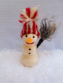 Sneeuwpop met gestreepte muts - compleet met werkbeschrijving en alle materialen (1 ster)