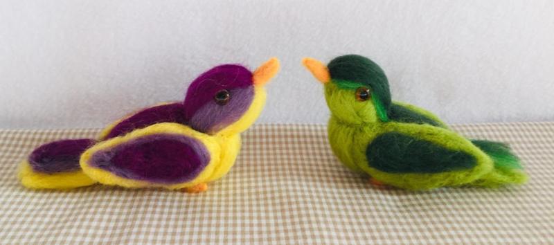 Twee vogeltjes - variant groen/geel/paars - compleet met werkbeschrijving en alle materialen (1 ster)