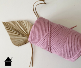 Macrame  koord 3 mm 0,5 kilo Dusty roze 1 single strand