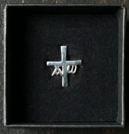 Kruisje, speldje van zilver