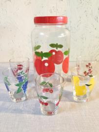Vintage limonadeglaasjes en glazen pot