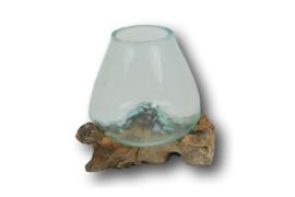 Glazen druppelvaas op hout klein
