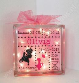 Glazen geboorteblok meisje met vlieger met verlichting