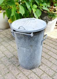 Oude zinken vuilnisbak uit Oostende