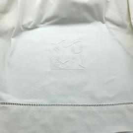 Mooi frans laken met monogram ( 1 van set)