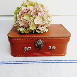 Klein, brocante koffertje, cognackleurig