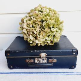 Klein, brocante, donkerblauw koffertje