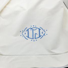 Mooi frans laken met blauw monogram ( 2 van set )