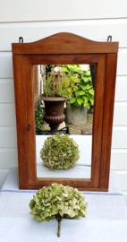 Mooi houten kastje met spiegel