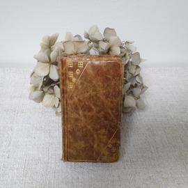 Kleine, oud, frans bijbeltje