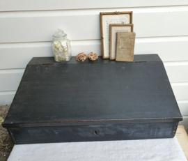 Zwarte, houten lessenaar