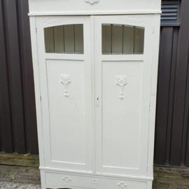 Mooie witte kast