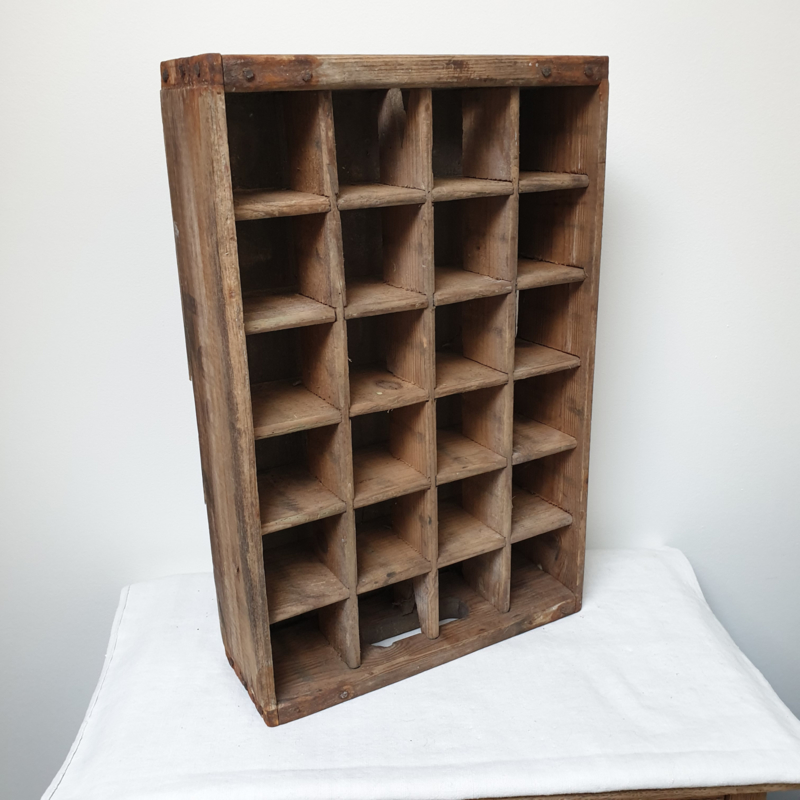Oud, houten flessenkratje