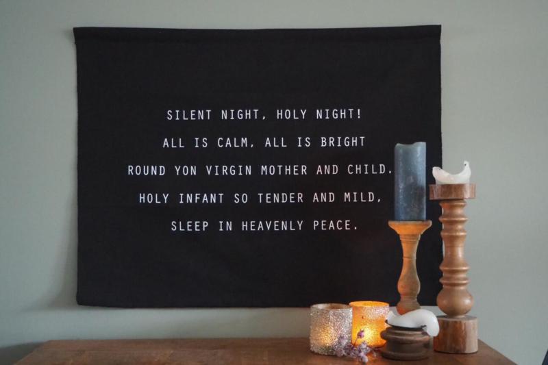 Zwart kerst wanddoek  'Silent night, holy night' - 65x85cm