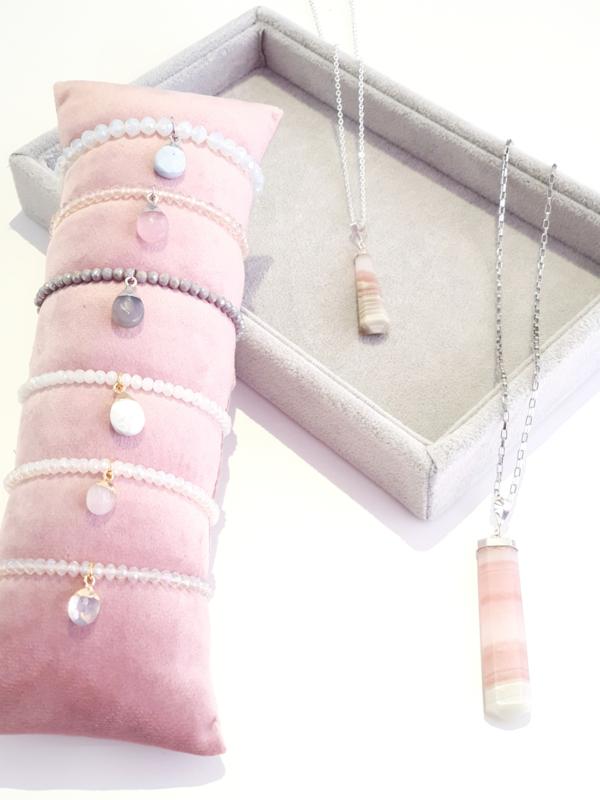 Armbanden met natuursteen hanger