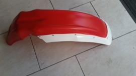 Voorspatbord rood met verbreder.