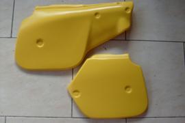 84-85 SUZUKI RM125 RM250 Zijkappen.